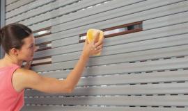 Phương pháp vệ sinh và bảo dưỡng cửa cuốn hiệu quả